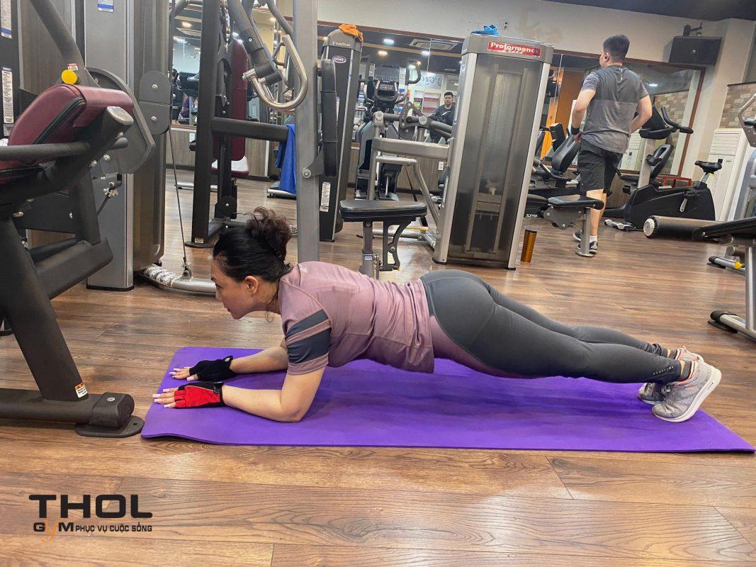 Nghệ sĩ ưu tú Cẩm Tiên tập gym tại THOL gym center