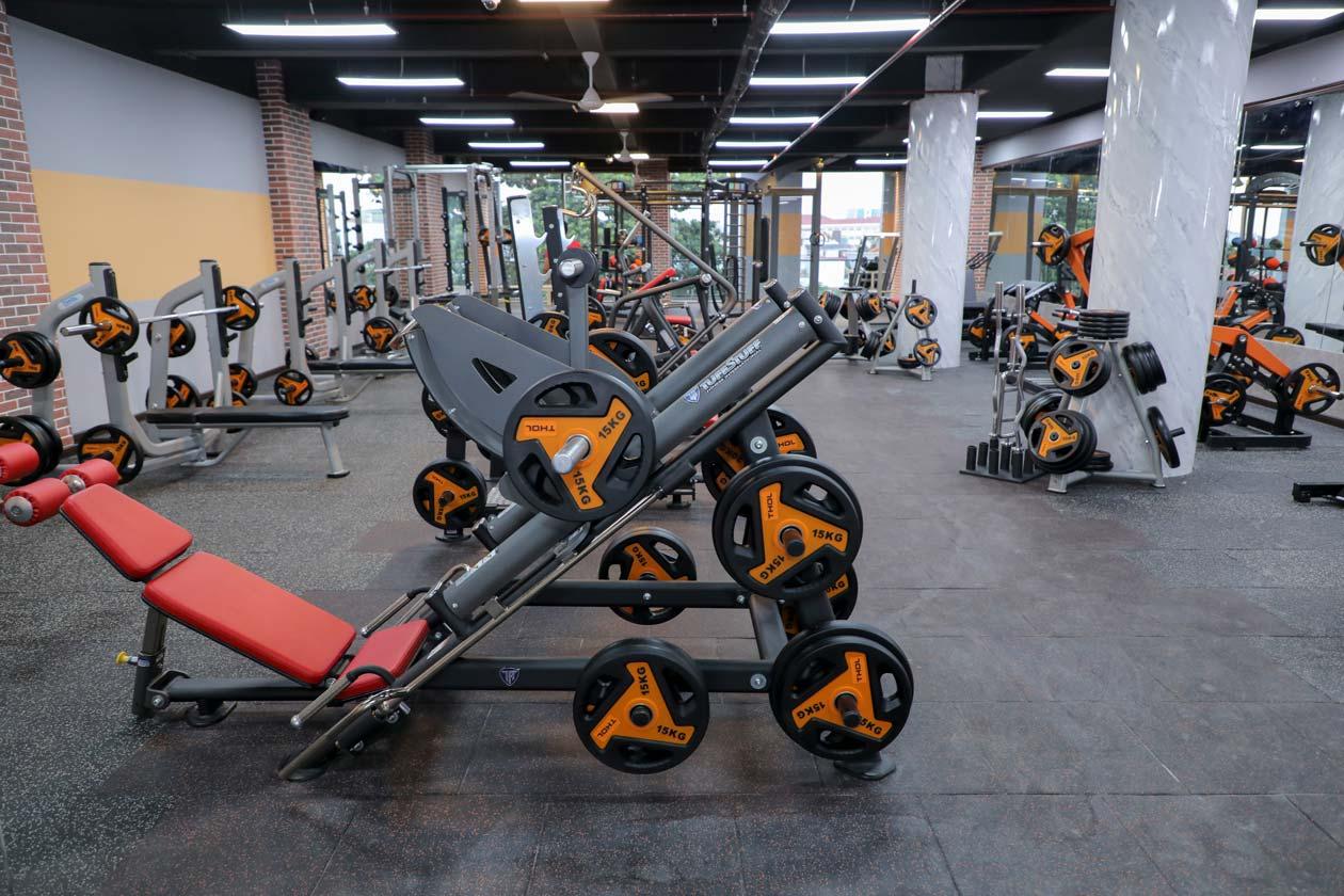 Đến THOL tập máy Mỹ tại phòng gym Việt